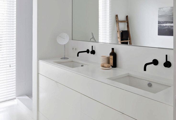 I bagni chiaridanno una sensazione di freschezza e di pulito, il riflesso della luce nelle pareti bianche mette di buon umore, soprattutto in periodi caldi dell'anno. Hanno solo un difetto,…