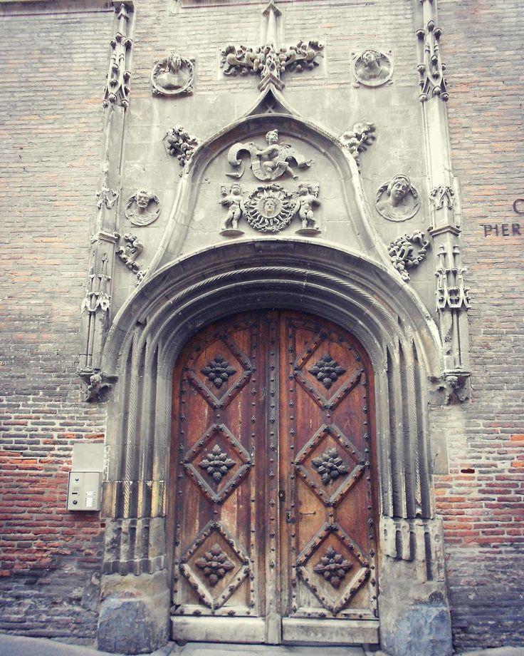 À Toulouse entrée de l'actuel Collège Pierre-de-Fermat précédemment Collège des Jésuites auparavant Hôtel de Bernuy. by _manoumartine_