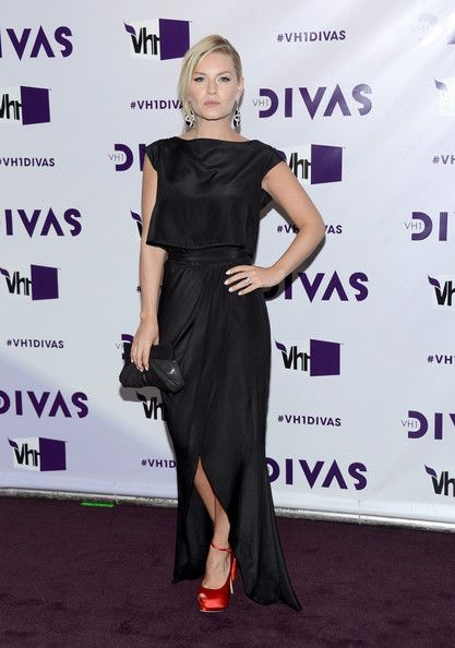 Elisha Cuthbert at VH1 Divas 2012