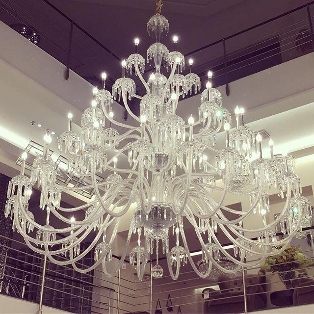 #Big #Chandelier #Chandeliers #Crystal #Cristals #Classic #contemporary #interior #decoration #design #interiordesign #instadesign #instalight #lighting #light #lightdesign #bespokelighting #saintlouis #BDesign #Riyadh #Jeddah #Khobar #Mydubai #mylebanon #RA