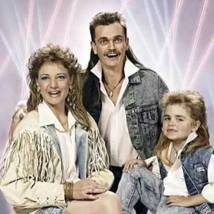 Fridays are for #familyportraitgoals!! Happy Friday everyone!#mullet #family #goals #denimeverything #businessinthefront #partyintheback #mullets #instahair #bestoftheday #picoftheday #KeepItTogether #layritestyle
