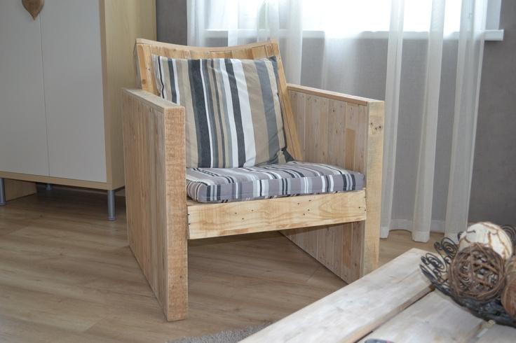 fauteuil en bois de palette avec dossier inclin et arrondi vous procure une assise parfaite. Black Bedroom Furniture Sets. Home Design Ideas