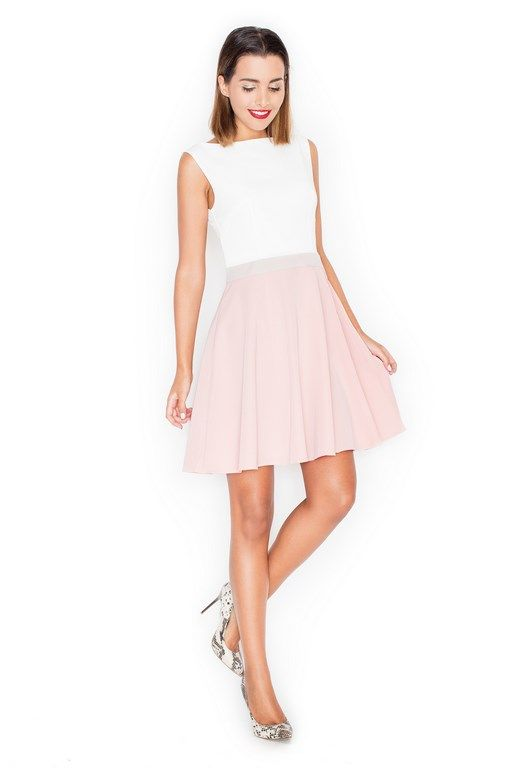 Różowa sukienka o rozkloszowanym dole