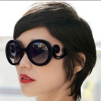 Gli occhiali sono il divertimento dell'estate: che siano rigorosi, colorati, leziosi o irriverenti. E' di certo l'accessorio che dà l'impronta alla tua estate!   www.viceversa.com