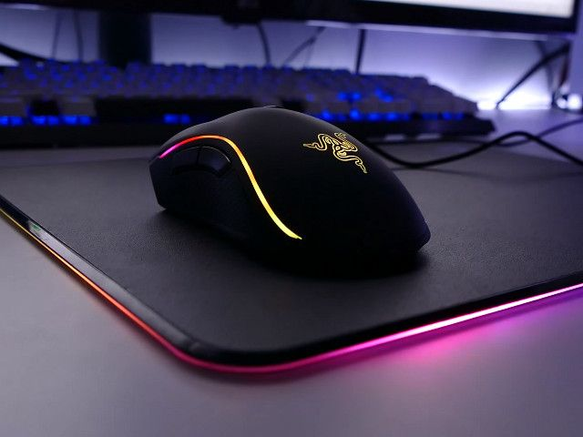 39b0b4e8dbb The base of this mousepad features Razer Chroma lighting with 16.8 million  customizable color options so it will always look great sitting o…