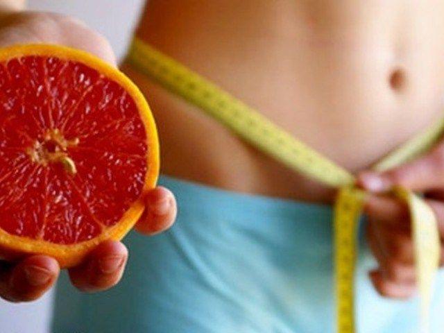 Грейпфрутовая диета http://feedproxy.google.com/~r/anymenu/hMaC/~3/EP-FBRhzV38/  Многие сталкиваются с такой проблемой, как избыточный вес. Будембороться с помощью грейпфрутовой диеты. Такая диета основана наполезных витаминах, поэтому она очищает организм и наполняет егоэнергией. Курс длиться неделю. Целый день соблюдать диету, а вечеромжелательно вообще отказаться от пищи. Грейпфрутовая диета. Меню на неделю: Начнем с первого дня. Завтрак начните со стакана сока из грейпфрута…