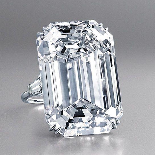 Harry Winston Le 15 mai dernier, le joaillier Harry Winston s'est emparé chez Christie's de ce diamant pur, taillé en poire, de plus de 101 carats. Une nouvelle pierre d'exception qui vient re