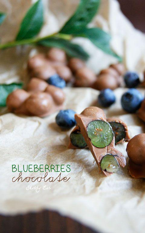 borówki w czekoladzie / chocolate blueberries