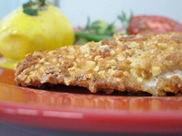 Scholle in Mandelkruste  -lowcarb/primal/paleo- Rezept  - Gesund Abnehmen! Low carb, wenig Kohlenhydrate und viel Fett! Das Fischfilet abbrausen, mit Küchenkrepp abtrocknen, mit etwas Zitronensaft  beträufeln und würzen.  Etwas Zitronenschale abreiben, den Thymian vom Stängel zupfen.  Für die Panade: 1 Ei verschlagen. Gehackte Mandeln mit 1 EL Mandelmehl, etwas Thymian und etwas (wenig!) Zitronenschale verrühren. Das Fischfilet zuerst in Ei, anschließend in der Panade wenden. Die Panade…