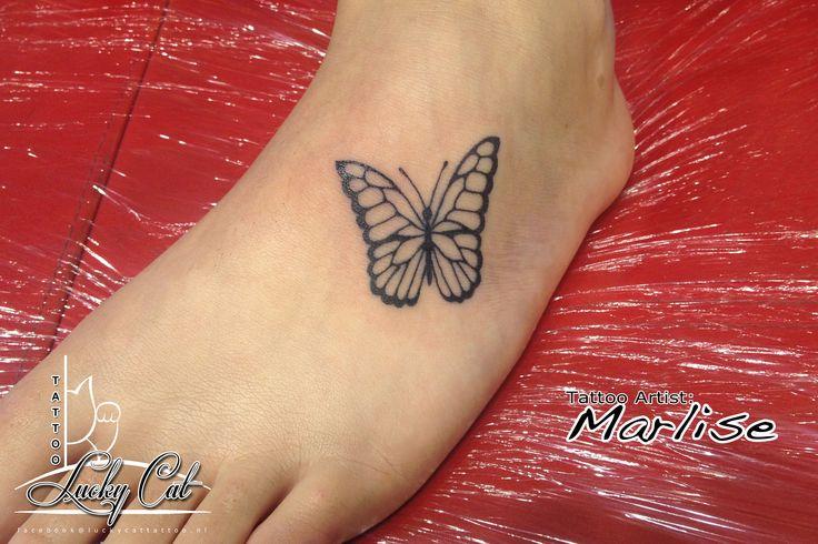 Vlinder op de voet, haar eerste trotse tatoeage.  www.luckycattattoo.nl