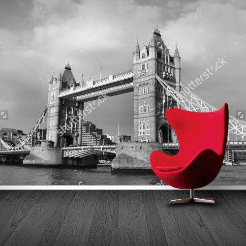 Fotobehang Tower Bridge Londen (zwart/wit) | Maak het jezelf eenvoudig en bestel fotobehang voorzien van een lijmlaag bij YouPri om zo gemakkelijk jouw woonruimte een nieuwe stijl te geven. Voor het behangen heb je alleen water nodig!   #behang #fotobehang #print #opdruk #afbeelding #diy #behangen #london #londen #towerbridge #engeland #uk #grootbritannie