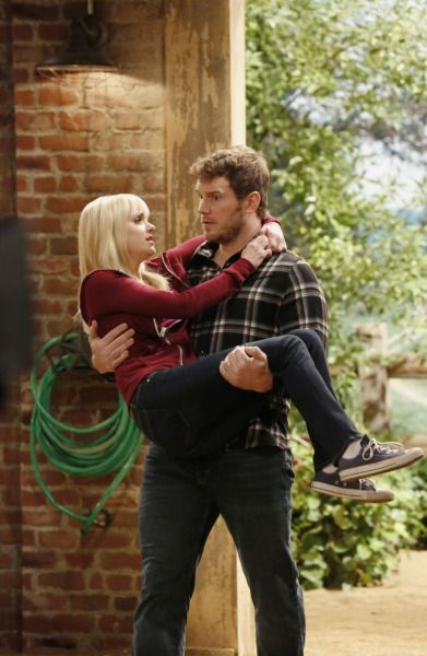 Anna Faris & Real-Life Husband Chris Pratt Make the Cutest Couple in His 'Mom' Guest Appearance.