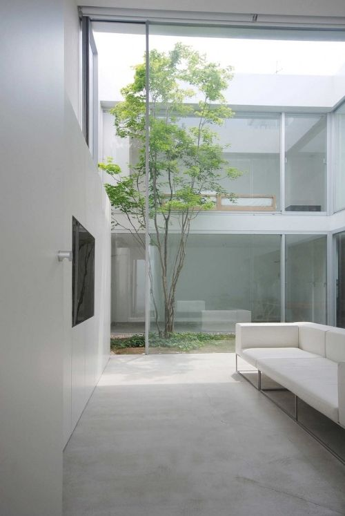 Cube Court House is a recent creation by Japan-based architecture firm Shinichi Ogawa and Associates. Located in Tokyo, Japan, the residence is constructed of reinforced concrete and steel.