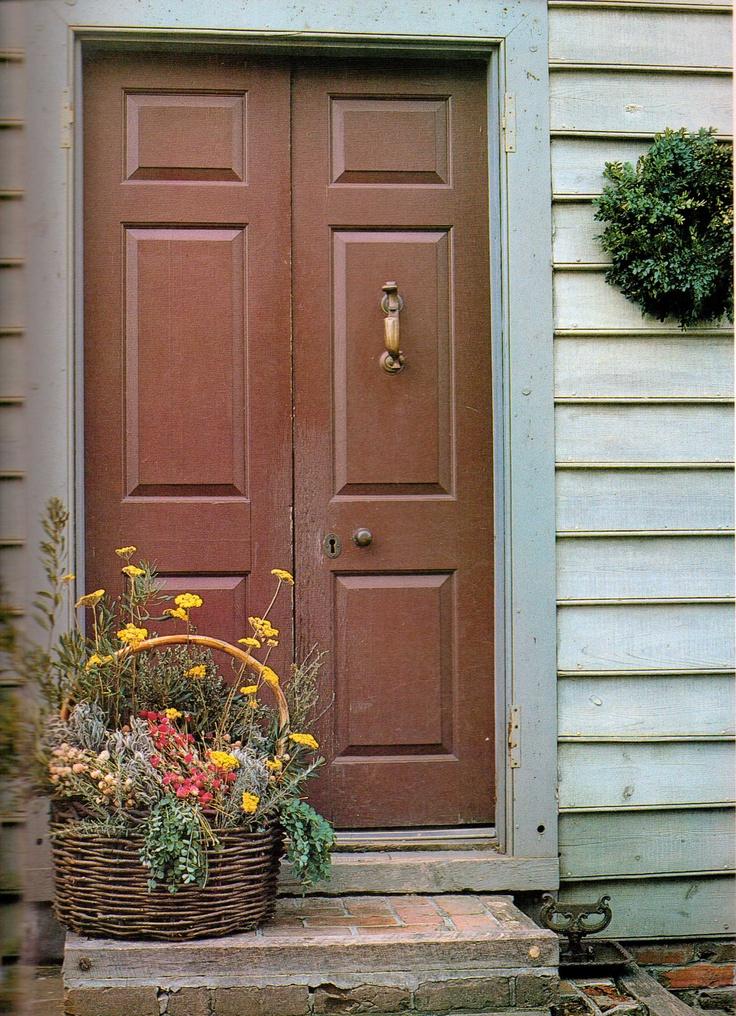 side door with flowers & 414 best Primitive Colonial u0026 Rustic Entryways Hallways Stairs ...