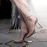 LALA IKAI Сандалии женщин Сексуальная Ким Кардашян ПВХ Прозрачный лодыжки Ремень туфли На Каблуках Кристалл насосы для дам XWF0910