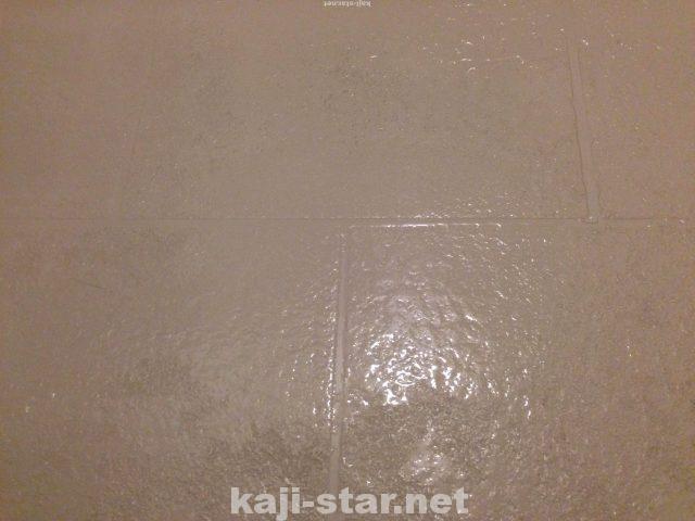 お風呂の床掃除 黒ずみ 茶色 黄ばみ 水垢 汚れの4つの落とし方 床掃除 掃除 風呂そうじ
