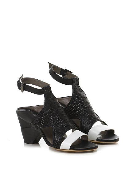 IXOS - Sandalo alto - Donna - Sandalo alto in pelle e pelle lavorata ad intarsi con cinturino alla caviglia e suola in cuoio e gomma. Tacco 80. - NERO\BIANCO - € 240.00