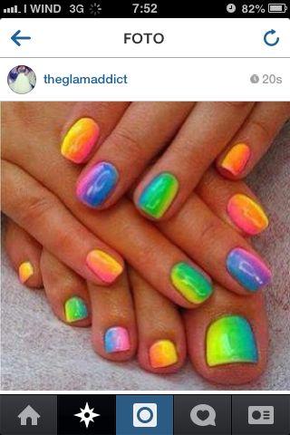 unghie multicolori