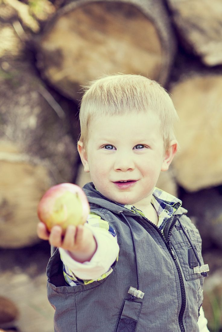 children photography/ one apple?