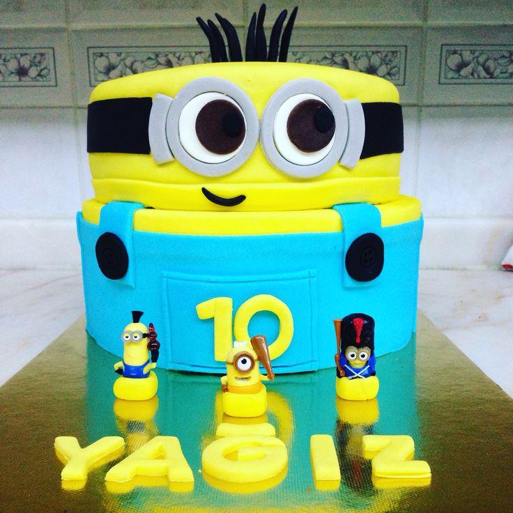 Minion birthday party cake. #minioncake #minionparty #minionbirthday