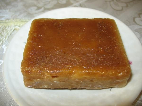 Aprende a preparar jamoncillos de coco con esta rica y fácil receta. Se pone al fuego el piloncillo con 1/2 lt. de agua. Cuando la miel toma punto de bola (es...