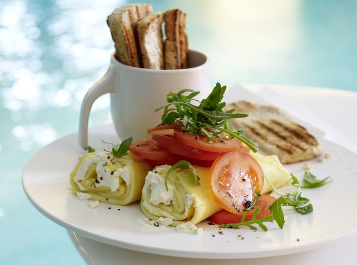 Ziegenkäse-Omelett - mit Rucola und Tomaten - smarter - Kalorien: 430 Kcal - Zeit: 15 Min. | eatsmarter.de Ziegenkäseomelett ...mmmhhhh!