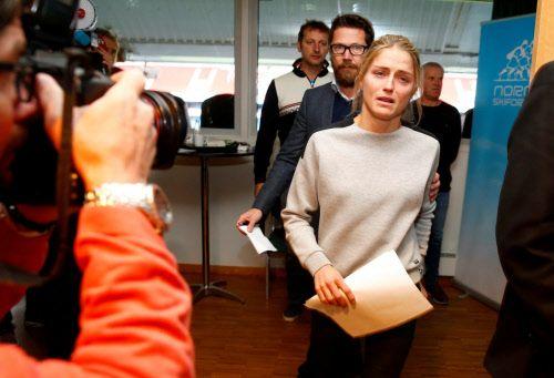 Eine Creme zur Behandlung von Sonnenbrand auf den Lippen soll Grund für die positive Dopingprobe Johaugs sein. Norwegens Langlaufsuperstar auf dem schweren Weg zu einer Pressekonferenz.