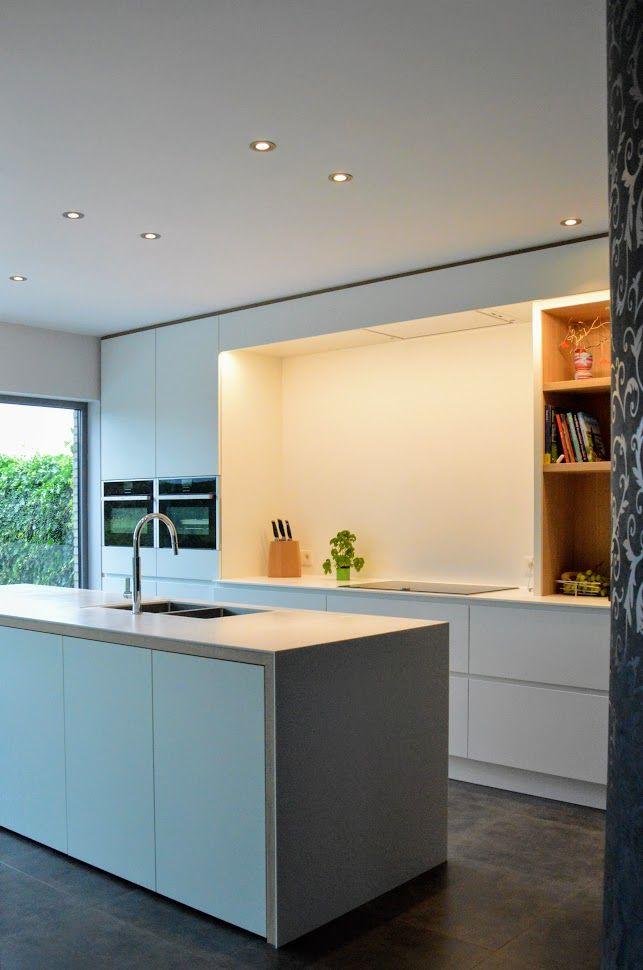 Charmant Design Keuken Op Maat Met Een Corian Werkblad. Strak Wit Gecombineerd Met  Warme Eik. Puur Maatwerk | Keukens | Pinterest
