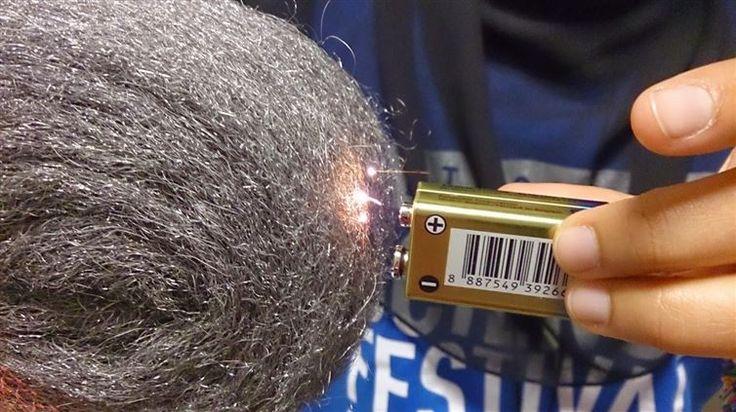 12. Una batería y una lana de acero encenderán una fogata en un santiamén.