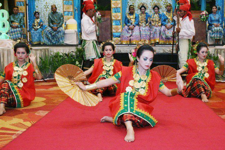 Tari Kipas dari Sulawesi