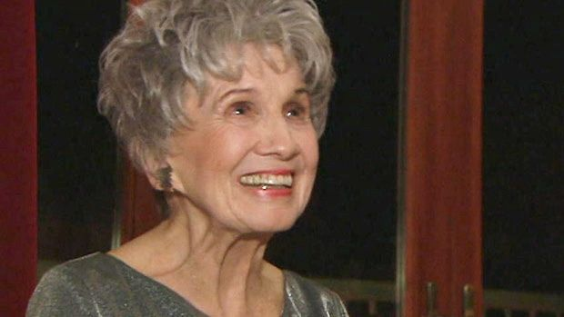Alice Munro is 1st Canadian woman to win Nobel literature prize