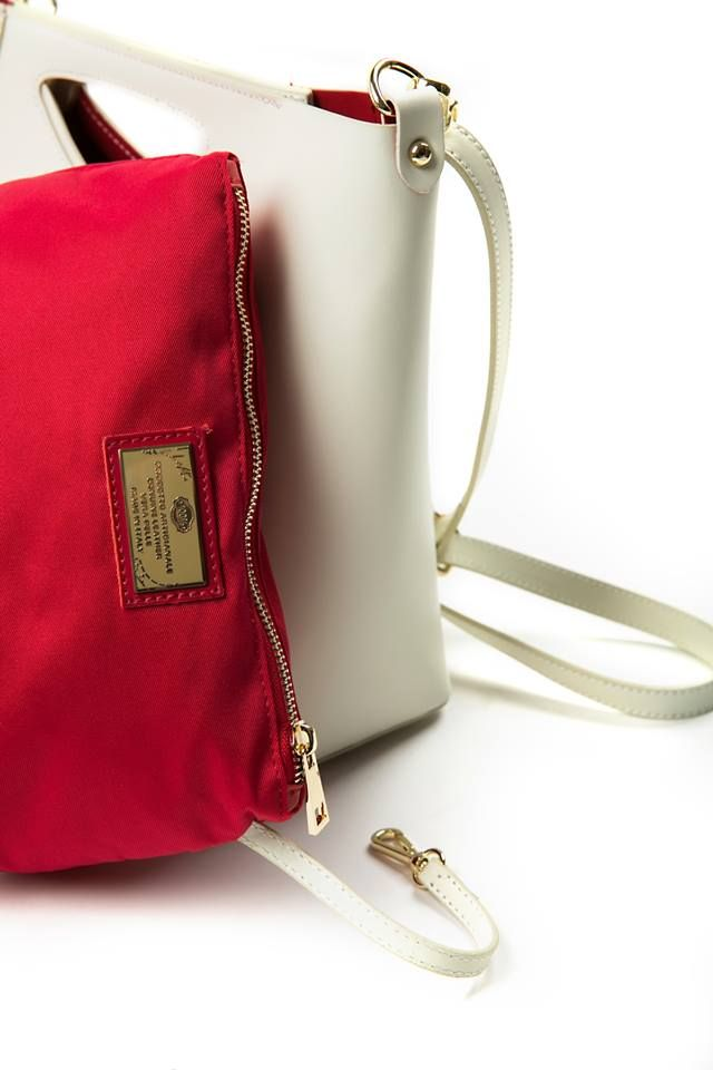 Leather crossbody bag with handle. Detachable and adjustable chain shoulder strap. Magnet handle closure. Detachable inner bag with zip closure. Genuine leather. Made in Italy.  https://www.modaboom.com/dermatini-top-handle-tsanta-mpez.html