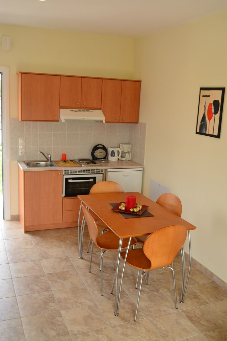 Fully equipped , modern kitchen. Oven & fridge included.
