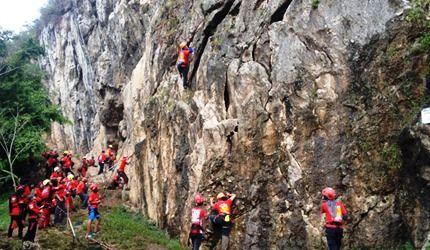 Pelatihan Vertical Rescue dan Panjat Tebing untuk Relawan