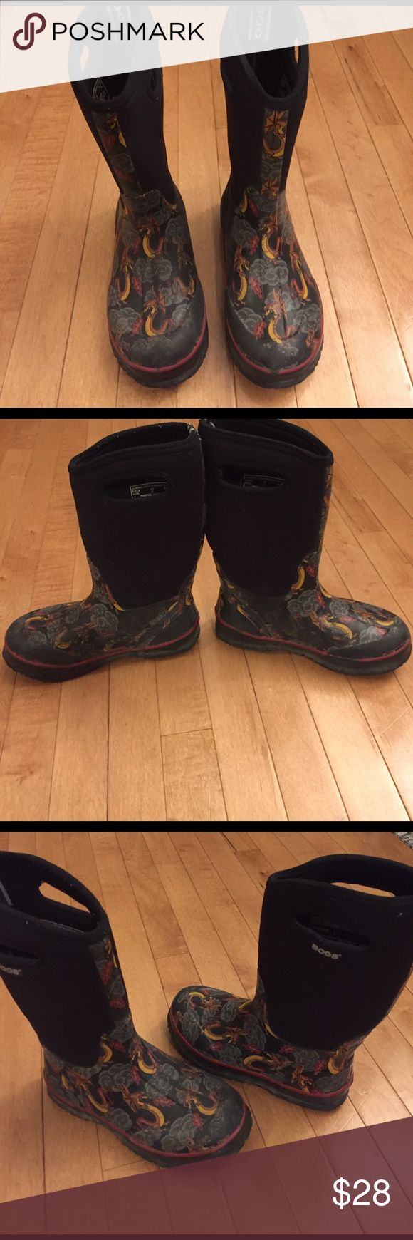 Big Boys Size 3 Bogs Winter Boots / Rain Boots Rated to -30 Below, Great for winter or rain! Good condition, with wear on the pattern and some wear on the bottom but tons of life left! Bogs Shoes Boots