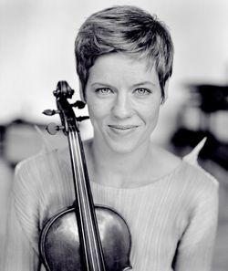 Simone Young und Isabelle Faust im 1. Philharmonischen Konzert am 19. und 20.9. in Hamburg - freundederkuenste.de