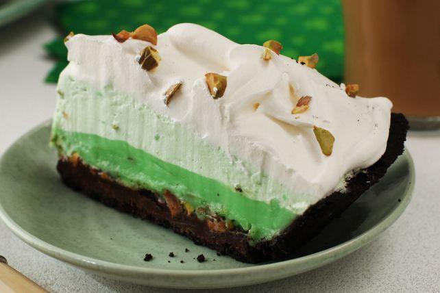 Voici un dessert coloré amusant à mettre à votre menu de la Saint-Patrick. Tous les enfants en raffoleront, y compris papa!