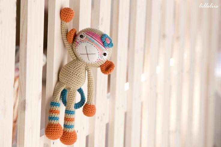PATTERN - fille de singe - crochet-patron, amigurumi, PDF par lilleliis sur Etsy https://www.etsy.com/ca-fr/listing/157637176/pattern-fille-de-singe-crochet-patron