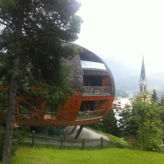 Chesa Futura - nejúžasnější stavba, všechno ostatní v St. Moritz vypadá jako perníková chaloupka nebo strašidelný zámek