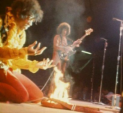 Jimi Hendrix @ Monterey Pop Festival http://oigofotos.wordpress.com/2013/02/06/clasicos-jimi-hendrix-en-monterey-por-jim-marshall/