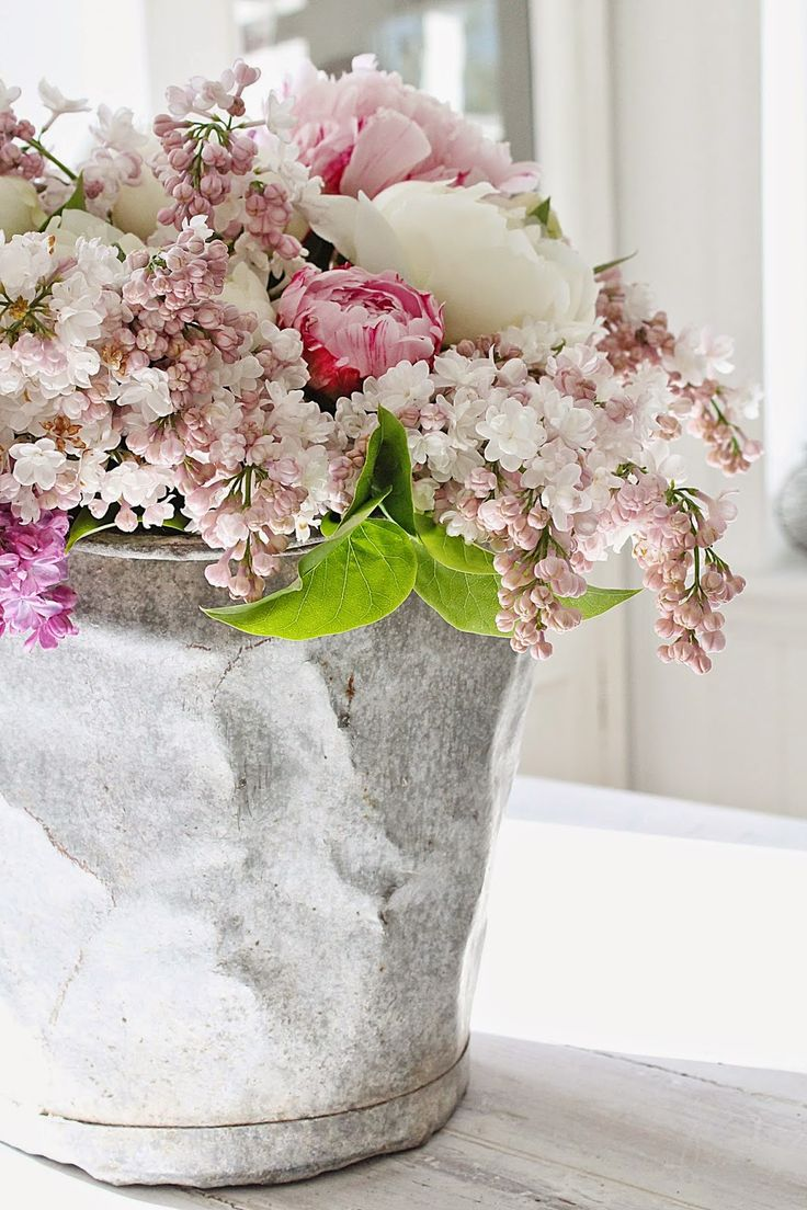 VIBEKE DESIGN: Pure flowers JOY! Peonies and PINK lilacs...who knew??!!