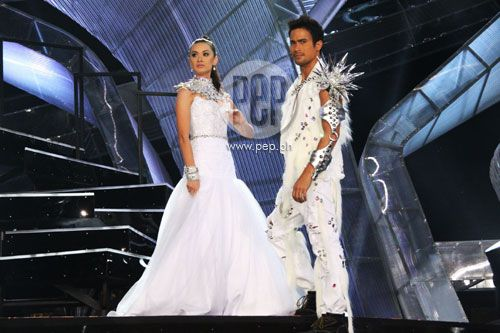 """This is Maricar Reyes and Sam Milby doing a modelling stint during their production number at the ABS-CBN 2011 Christmas Special, """"Da Best ang Pasko ng Pilipino"""" last December 13, 2011 at Smart Araneta Coliseum, with a warm response of cheers and applause from the audience. #MaricarReyes #SamMilby #ABSCBNChristmasSpecial #DaBestPasko #DaBestangPaskongPilipino #DaBestangPaskongPinoy"""