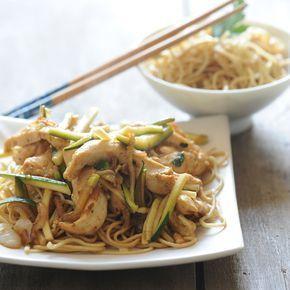 Découvrez la recette Poulet mariné à la thaïlandaise sur cuisineactuelle.fr.