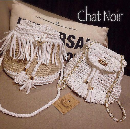 Chat Noir. Bolsos estilo mochila en color blanco y beige.