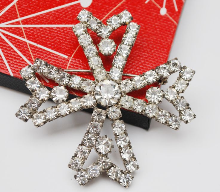 For your consideration is this vintage clear crystal rhinestone brooch.This is in a shape of a Malte