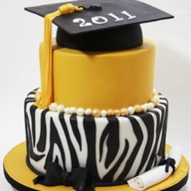 Graduation Cake Ideas For A Girl : Another cute girl graduation cake Cakes & Beyond ...