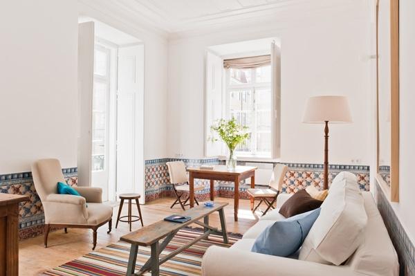 Bright and airy living room, Fronteira apartment, Baixa House    www.baixahouse.com