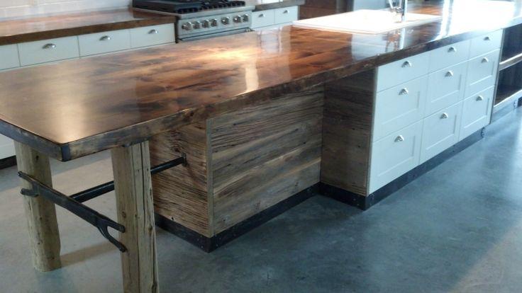 Un îlot de travail que j'ai fabriqué avec vieux bois récupéré ! Vous pouvez voir plus d'objets sur: mgartrecup.wordpress.com