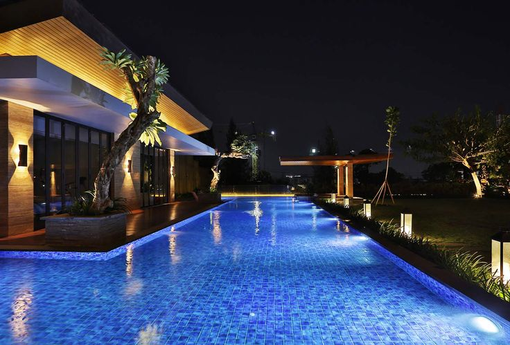 Reflecting pool light ,Architect/Alexander Hudianto