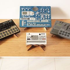 Soon we will be sharing an article focusing on Cremacaffè stands offer for each of the Korg Electribe machines. In the photo: a HERO stand used for the Korg Volca, and KOSMO double stands used for the Korg EMX and the E2/ES2. Stay tuned for more! ;-) · · · KOSMO double stand: http://cremacaffedesign.com/kosmo/ · · · HERO small stand: http://cremacaffedesign.com/hero/ · · · #cremacaffedesign #kosmostand #herostand #korg #electribe #electribe2 #emx #korgvolca #korgelectribe #design #synthstand…